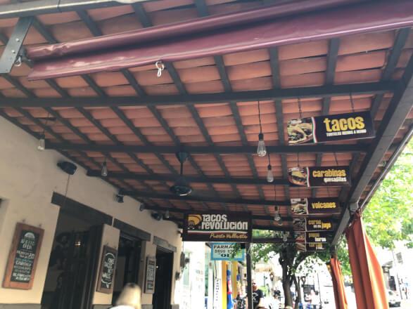 【メキシコ料理】プエルトパジャルタで大人気のタコス屋 Tacos Revolution