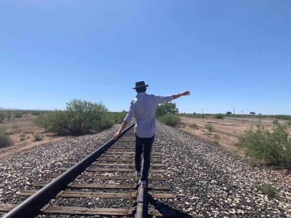 【アメリカ横断#8日目】 砂漠に佇むインスタスポット「Prada Marfa」